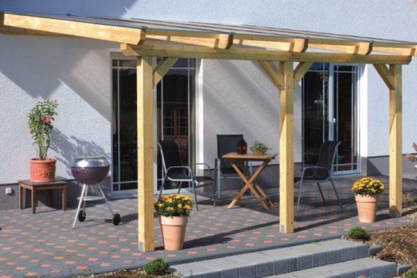 Überdachung und sonnige Lounge-Zone