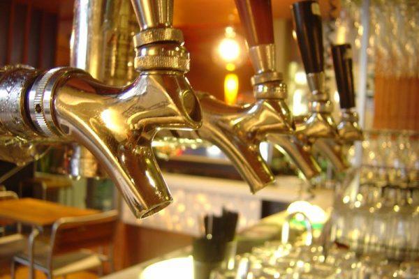 Bartheke für Pub-Atmosphäre im Zuhause