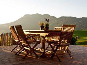 Gartenmöbel: Rechtzeitig nach neuer Ausstattung schauen