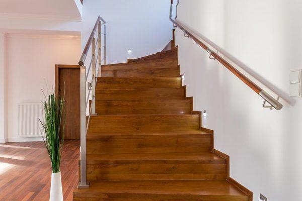 Alte Holztreppe selber renovieren