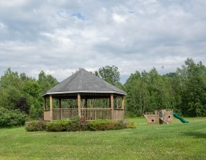 Gartenhaus aus Holz selber renovieren