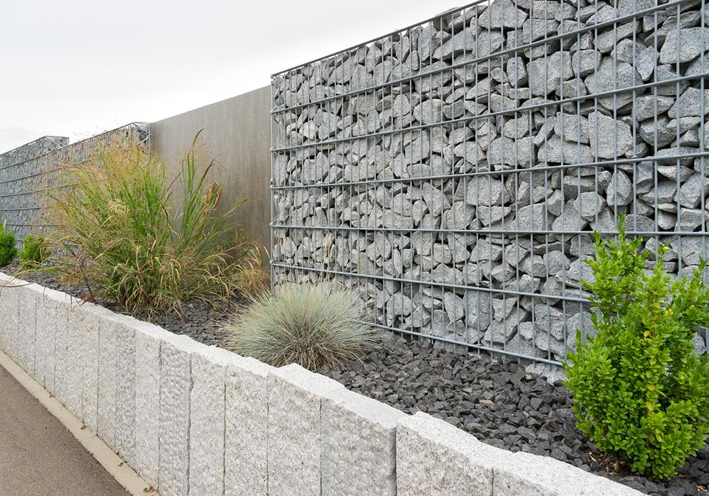 Gabionenzaun bauweise und wichtigste merkmale for Gartengestaltung unterschiedliche hohen