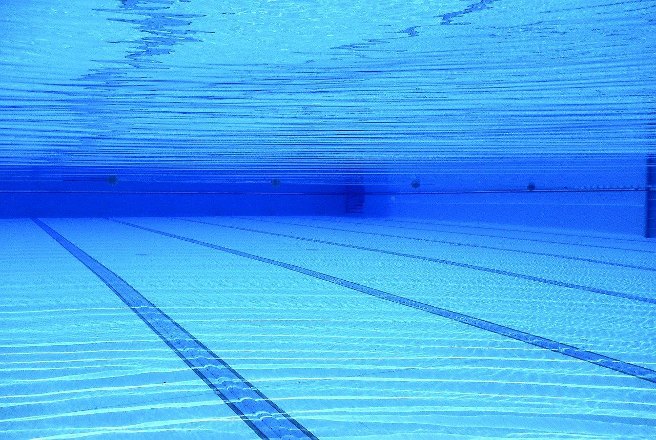 Was ist ein Schwimmbecken und wie pflegt man es